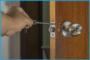 Lock Locksmith Services Overland Park, KS 913-364-2666